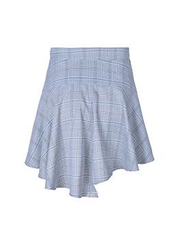 纯白色的衣身干净清爽,网纱拼撞设计的衣袖使得这件衣服飘逸动感;配上低调优雅的灰色包臀短裙,更好的展示身材比例,秒变性感小仙女。