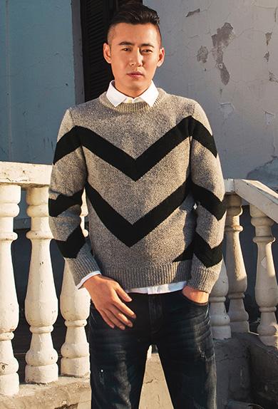 优雅黑灰条纹撞色修身毛衣