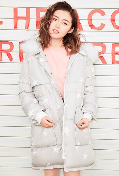 高级灰星星印花保暖羽绒外套