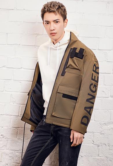 个性立体胶印字母军绿短风衣外套