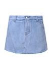 衣领与飘带融为一体的蝴蝶结衬衣甜美调皮,加上清爽自然的浅蓝色牛仔裤,颇具减龄功效,散发青春无敌的活力气息。