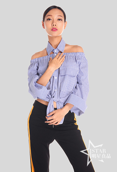 蓝白条纹短衬衣